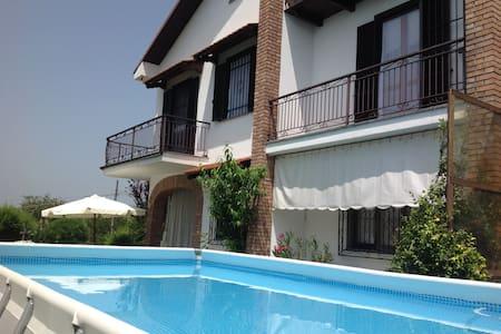 Cà d' Rosa con giardino e piscina - Dogliani