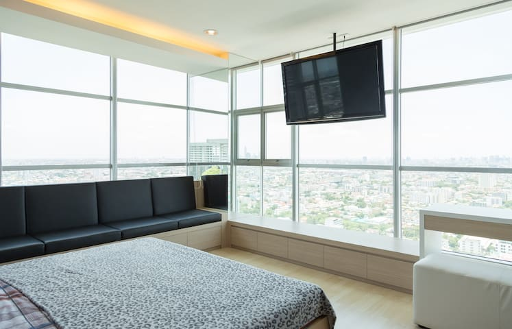 2BR penthouse, on MRT, Crazy view - Bangkok