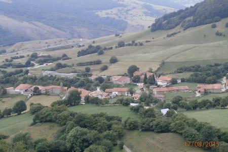casa rustica en pueblo de montaña - Rioseco - Szeregowiec