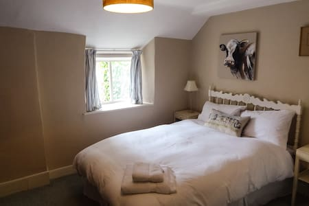 The Wells Room @ Huxham Farmhouse - East Pennard - Bed & Breakfast