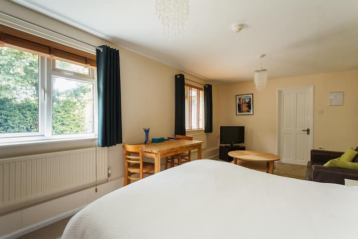 Central modern Self-catering flat