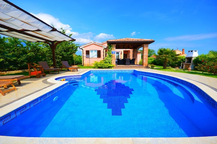 Beautifull Holiday Home with big pool  Istria - Krančići - Casa de camp