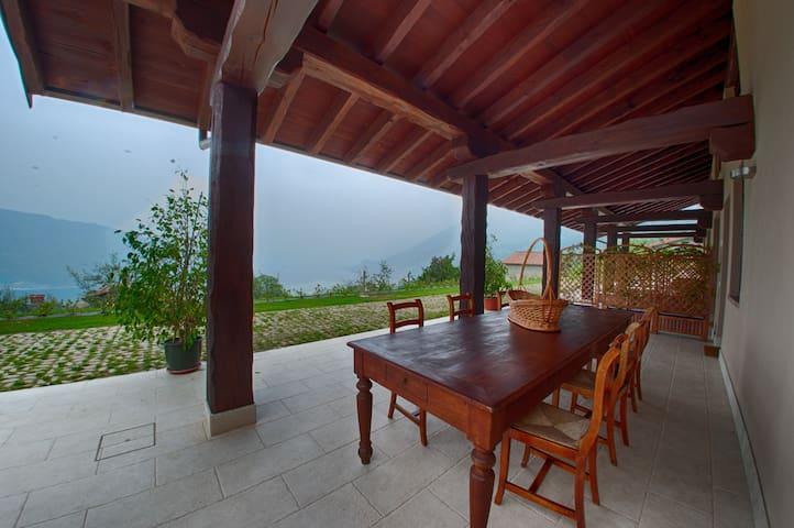 Stanza privata a Sale Marasino - Sale Marasino - Bed & Breakfast