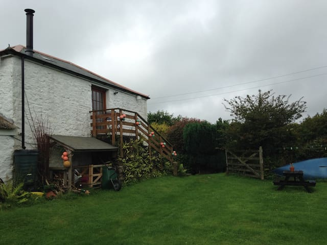 Detached barn 3 mins from beach.