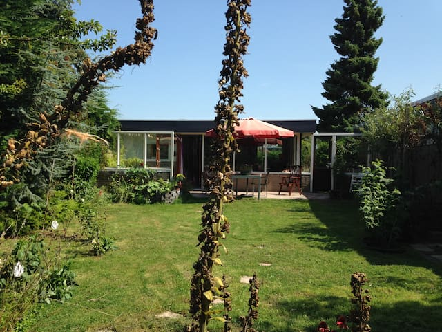 cosy work/retreat/temporary stay house near sea - Sint Maartensvlotbrug - Stuga