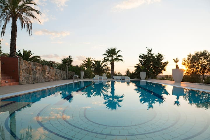 Luxury Sani Villa with a nice Pool! - Kassandria - Willa