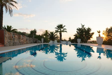 Luxury Sani Villa with a nice Pool! - Kassandria