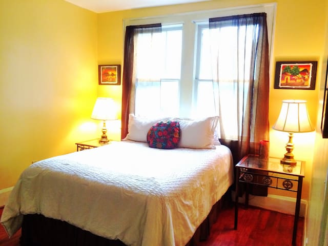 Sunny Bedroom Downtown Houses For Rent In Charleston South Carolina United States