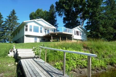 The Riverhouse - Farrellton - House
