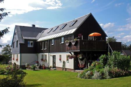 """Ferienhaus """"Am Wald #1"""" Mühlleithen - Klingenthal OT Mühlleithen - Apartamento"""