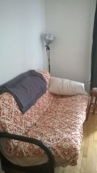 futon (bed/couch)