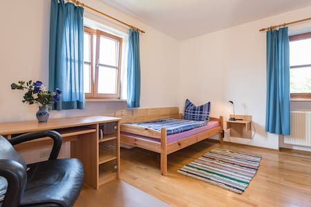Room 2 with shared kitchen / bath - Burgkirchen an der Alz - Hus