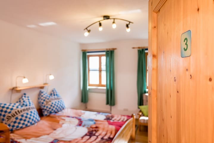 Room 3 with shared kitchen / bath - Burgkirchen an der Alz
