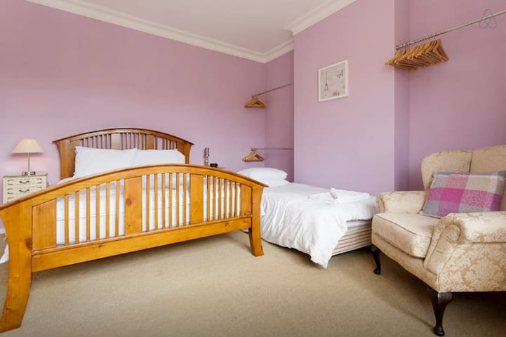 Lovely Luxury Victorian Room by Seafront Rm 4