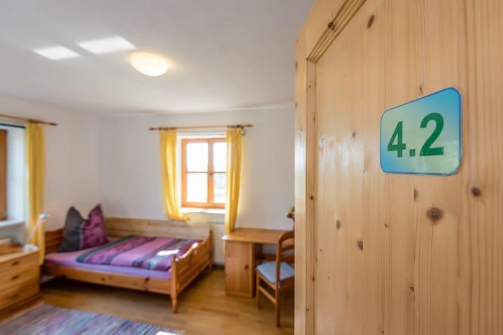 Schlafzimmer 4.2