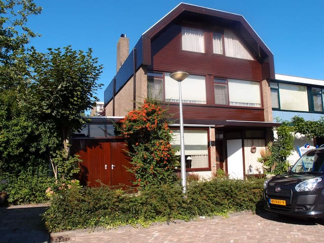 Entire Cosy and family house in H.I.Ambacht - Hendrik-Ido-Ambacht - บ้าน