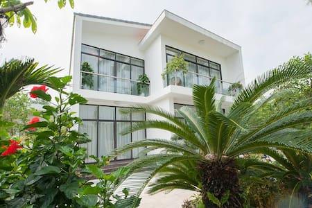 Flamingo Dai Lai Resort Lakeview Villa B113