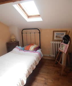 chambre a l étage - Graulhet - House
