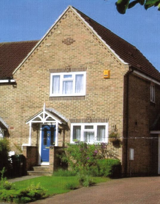 Modern house in a nice quiet location, built near parkland and on bus routes into Watford.