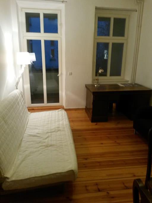 balkon wohnung im prenzlauer berg wohnungen zur miete in berlin berlin deutschland. Black Bedroom Furniture Sets. Home Design Ideas