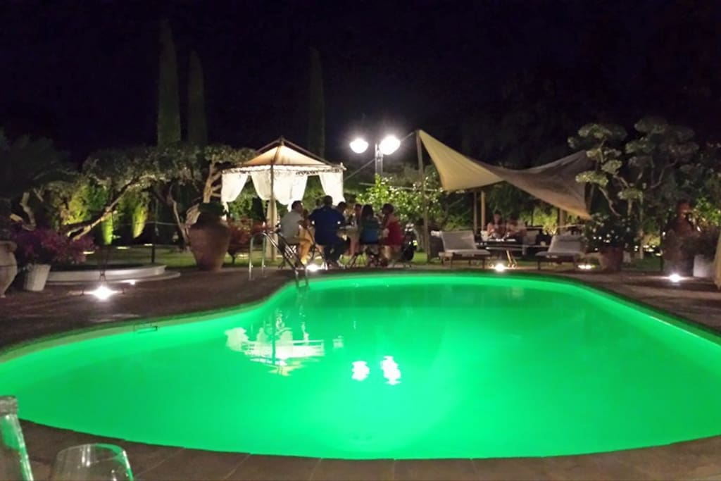 Parco piscina by night