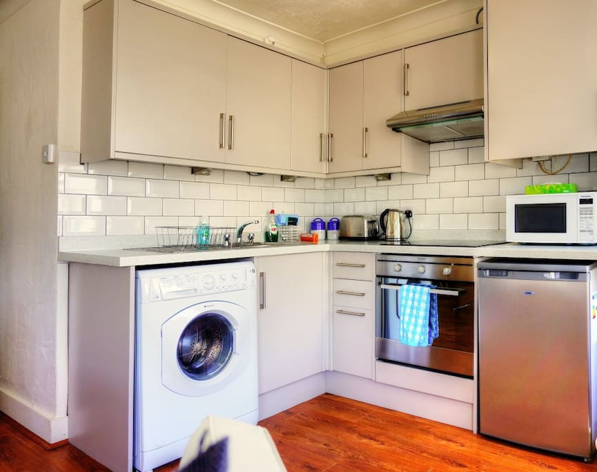 kitchen - washer dryer , cooker , fridge , microwave