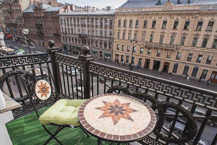 Невский проспект с Балконом