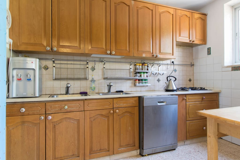 Full equipped kitchen: oven, microwave, Dishwasher...