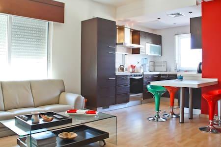 Neat Modern Suite, Near US Embassy - Amman