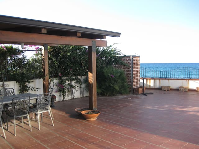 Casa sulla spiaggia Messina - เมสซินา - บ้าน