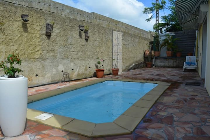 piscine privative uniquement dédiée à l'appartement