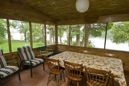 "Lakefront Cabin ""Pine"" on Private Island - Charlotte"