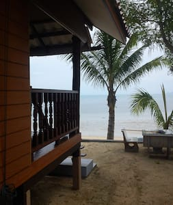Picturesque beachfront chalet