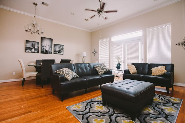 3/3.5 Luxury Townhome Near Med Center NRG Downtown