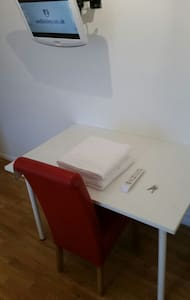 Room 13: Regent House Hotel WC1X9NB - London - House
