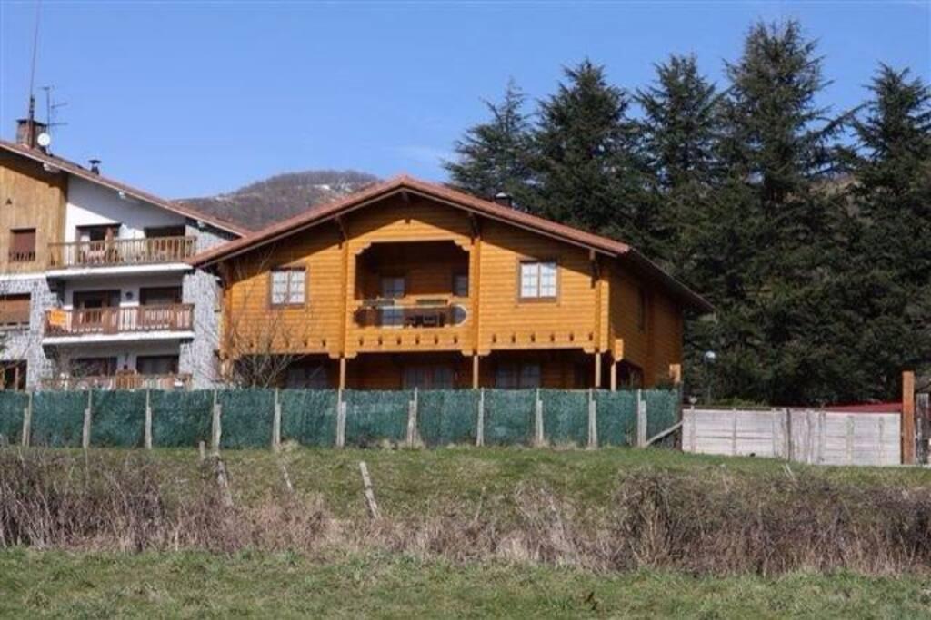 Casa villa de madera casas en alquiler en leitza - Casas de madera espana ...