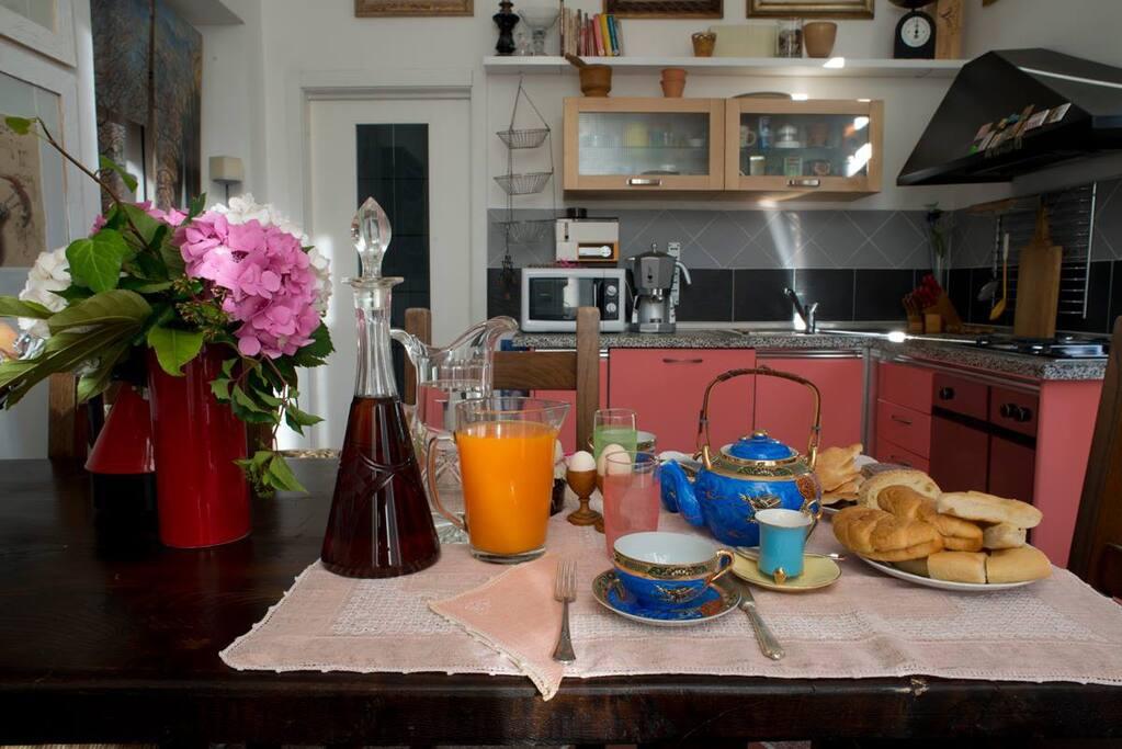 Particolarmente curato il momento della prima colazione in cui si terrà conto dei gusti personali degli ospiti, rigorosamente con prodotti freschi e  di qualità