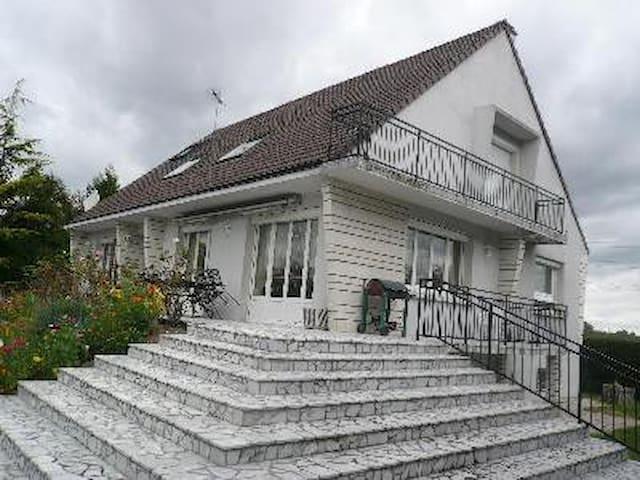 Maison dans un Village - Bouafle