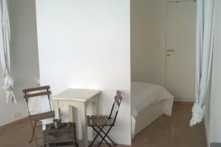 Lovely downtown studio-flat - Bruxelles - Departamento