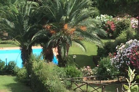 Grazioso Bilocale con piscina - Punta Ala - 단독주택