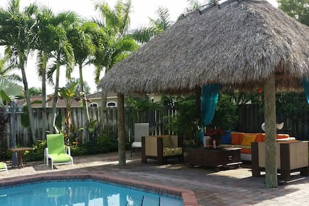 Tiki Hut Paradise BnB 2 - Miami - Bed & Breakfast