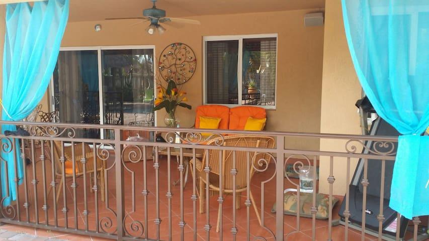 Tiki Hut Paradise BnB - Miami