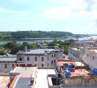 Mayada Penthouse with Ocean View - Habana Vieja