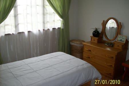 Bedroom with bathroom - Johannesburg - Bed & Breakfast