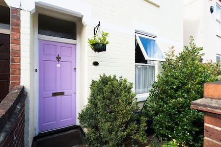 Lavender House, Single Room, Gloucester - Gloucester
