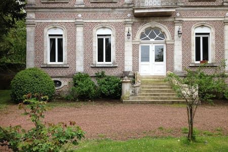 Chateau  Formule B&B : 3ch + SDB  - Le Meillard - Bed & Breakfast