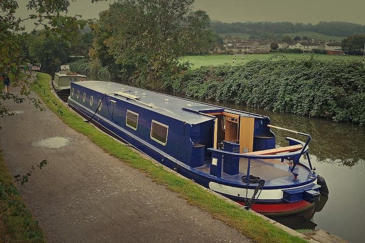 Canal Houseboat - Sleeps 2 - 6