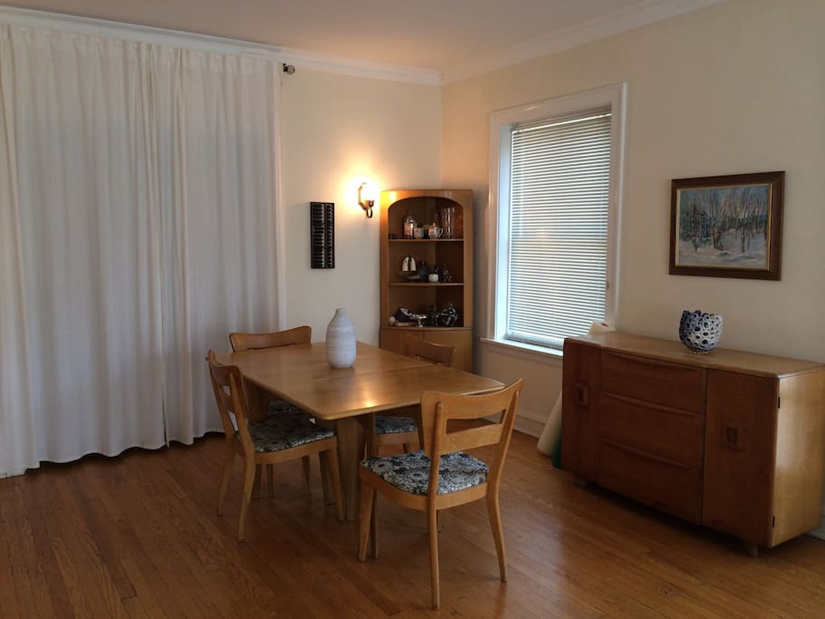 Spacious 1 Bedroom Central Street Apartments For Rent In Evanston Illinois United States