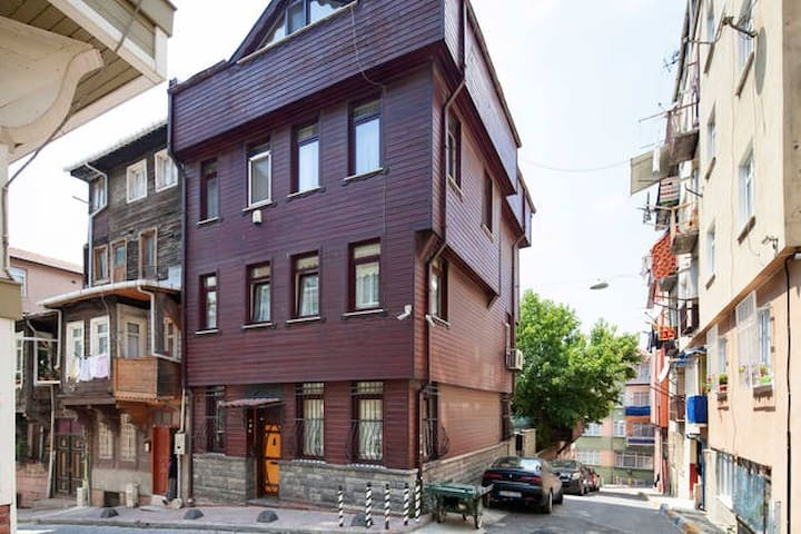 Beautiful house near Galata Tower - Beyoğlu - Casa