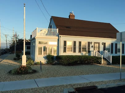 3 Bedroom cape 1 block to beach - Seaside Park - Overig